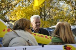 Kretschmann_trifft_auf_AKW-Aktivisten_vor_seinem_Amtssitz_DSC7075