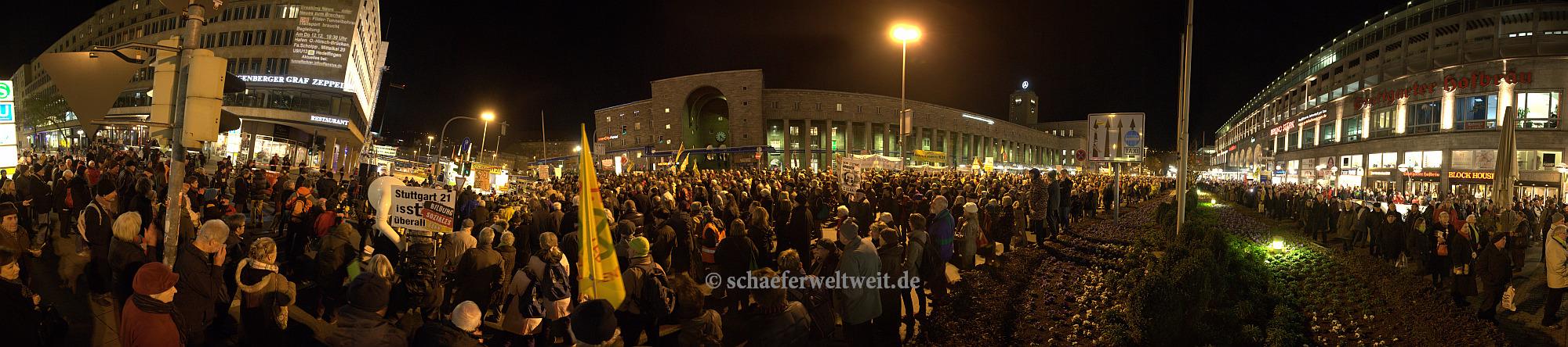 Arnulf-Klett-Platz Stuttgart - 09.12.13 ©schaeferweltweit.de